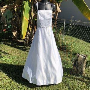 Dresses & Skirts - White Wedding Dress Size 14W Sleeveless Beaded